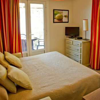 Hébergement voyage Roquebrune-sur-Argens